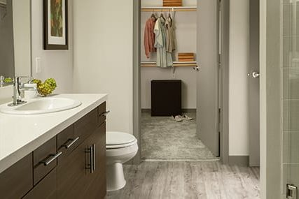 Griffis 3100 Pearl Walk-in closet and showers